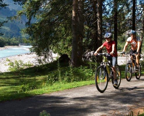 Radfahren im Lechtal am Lech entlang