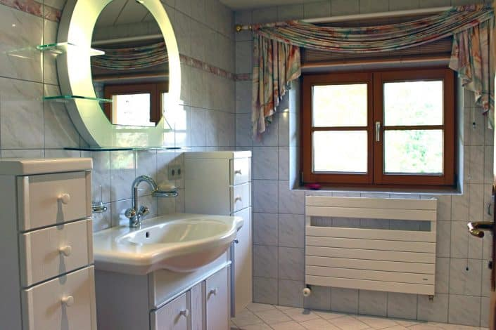 Ferienwohnung Sonja - Badezimmer 1 mit Waschtisch