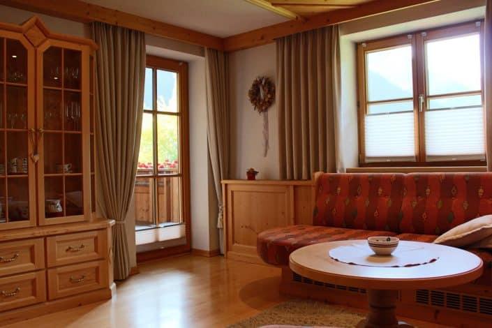 Ferienwohnung Sonja - Wohnzimmer mit Zugang zur Terrasse